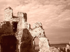 Ruins of a castle in Ogrodzieniec, Poland, photo by Saiuri. Sourced from SXC, used subject to licence terms specified at http://www.sxc.hu/photo/598412 - click thumbnail for a larger image.
