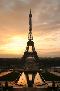 Eiffel Tower at Sunrise, Photo by Tristan Nitot. Click thumbnail for a larger image.