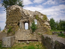 Ruins du Chateau de Mousson, photo by Fab5669.