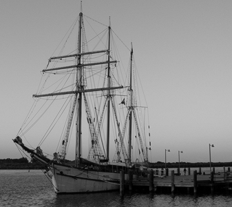old-sailing-ship-b-w
